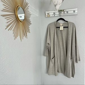 Donni Grey/Cream colored Open front cardigan